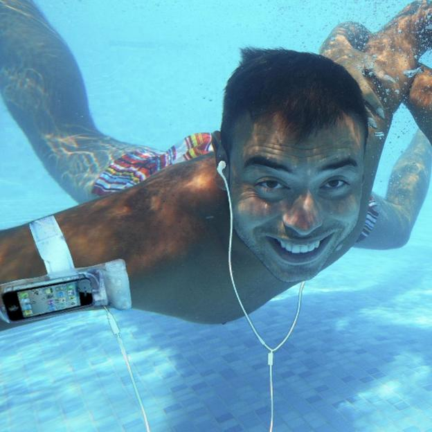 iSwim- Housse de protection étanche avec un casque audio