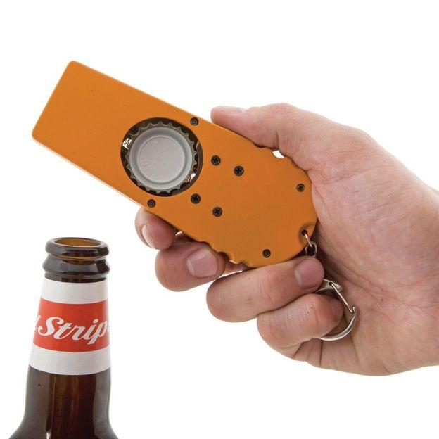 Flaschenöffner mit Kronkorken-Schleuder