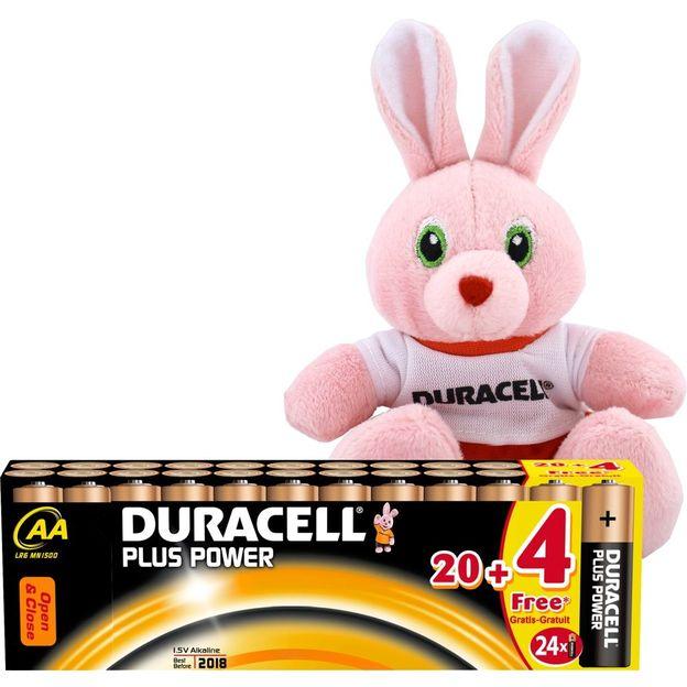 Duracell Plus Power AA Batterien 20+4 mit Duracell Fussball Stoffhäschen