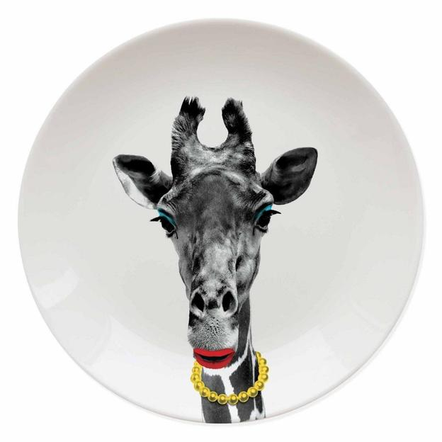Wild Dining Giraffe