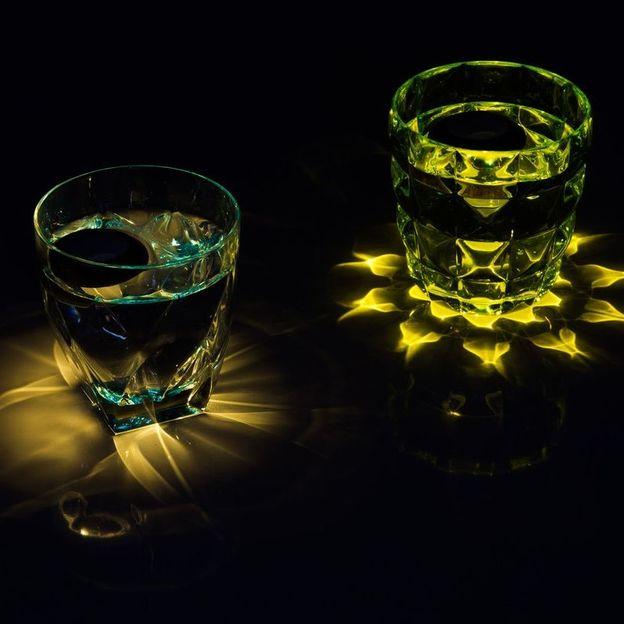 Lumière LED flottante pour verre