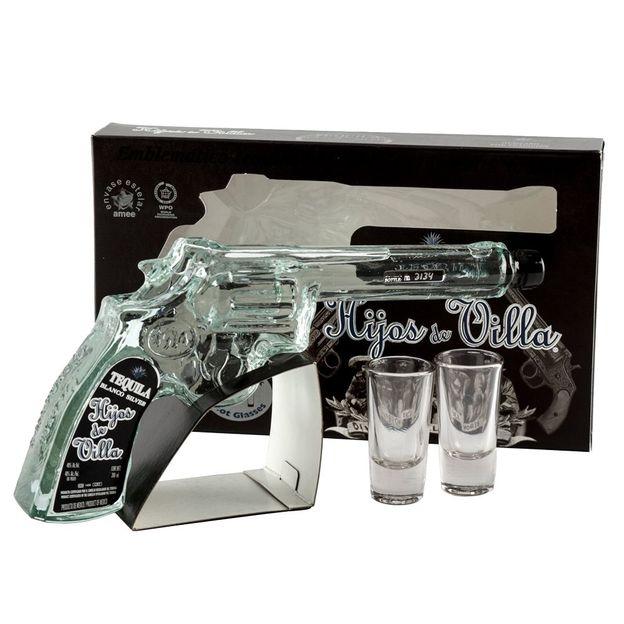 Hijos de Villa Blanco Tequila in der Pistole