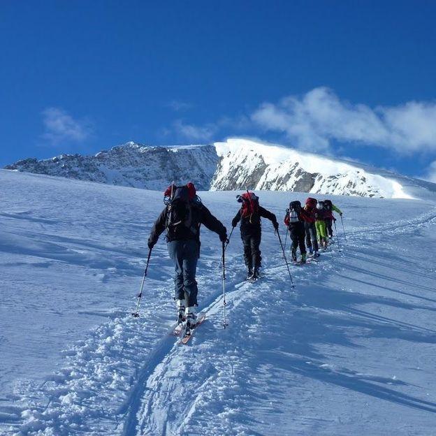 Tiefschneefahren: 2-tägige Ausbildung und Training in Andermatt