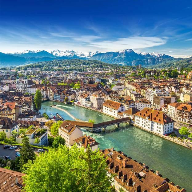 Flugzeugflug über Luzern