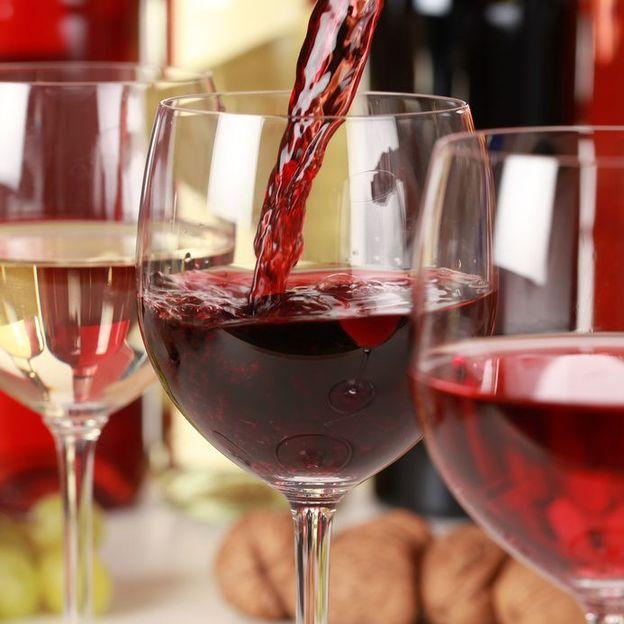 Pâtes faites maison et vin italien