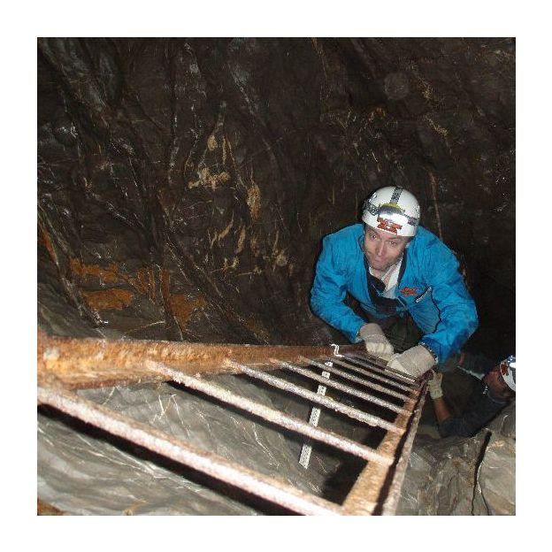 Spéléologie dans la grotte Franzosenhöhle (canton de Schwytz)