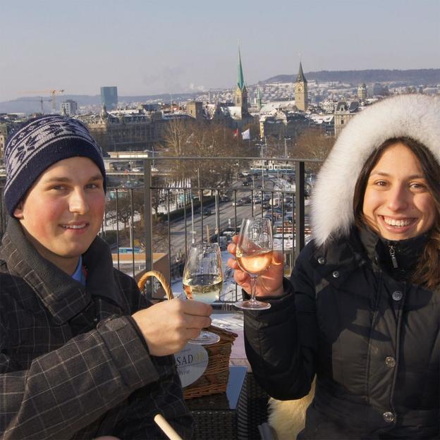Romantisches Picknick am Zürichsee im Winter