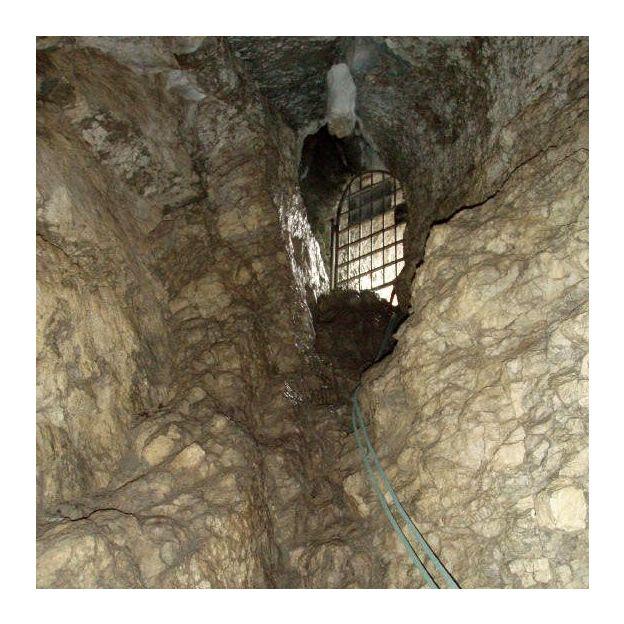 Descente dans la grotte du Nidlenloch