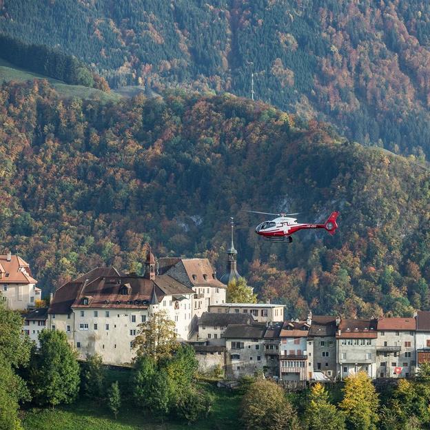Helikopter Rundflug: Schloss- und Seenflug Gruyères