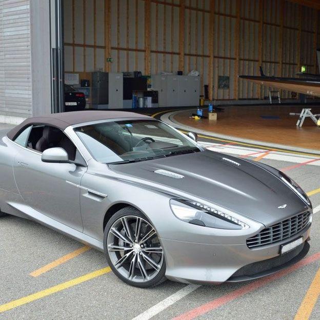 Location de l'Aston Martin V12 Volante pour 1 jour