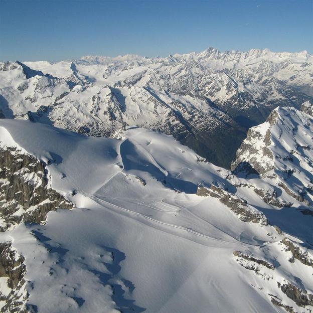 Motorflugzeug Alpenrundflug in den Berner Alpen