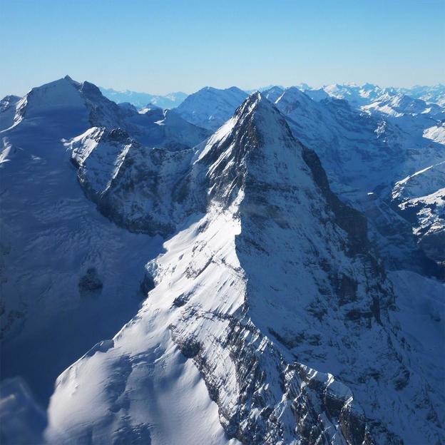 Vol au-dessus des Alpes bernoises