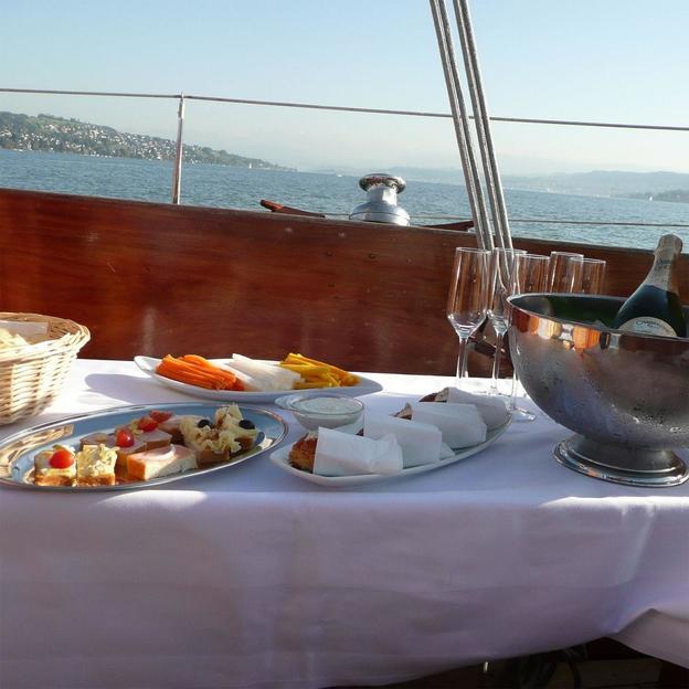 Ausflug mit Oldtimeryacht auf dem Zürichsee
