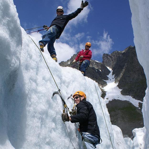 Escalade sur glace dans l'Oberland Bernois