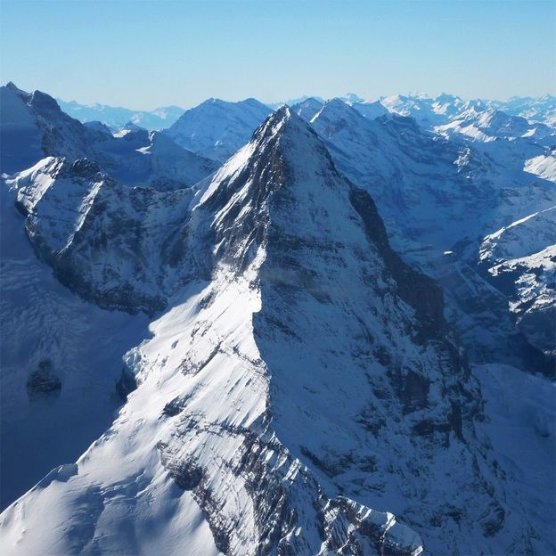 Alpenrundflug über die Berner Alpen