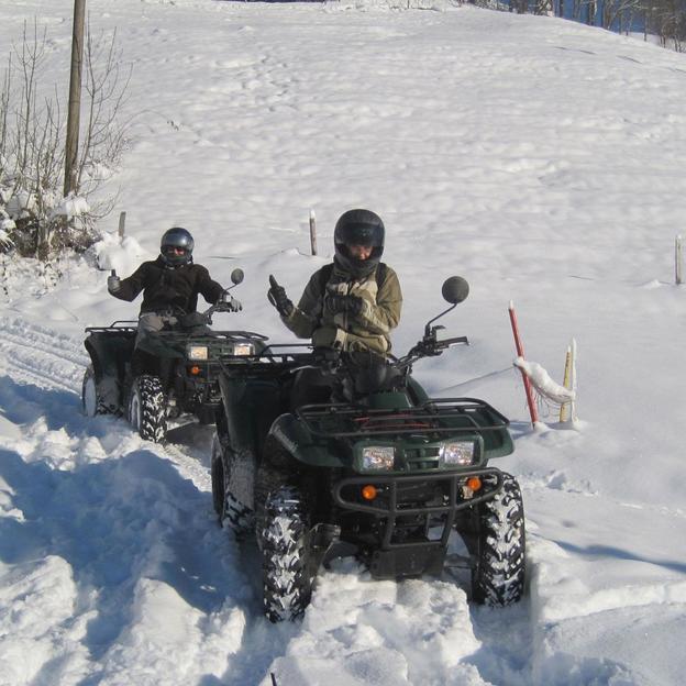 Quad-Tour im Schnee mit Fondue-Plausch (5 Stunden)