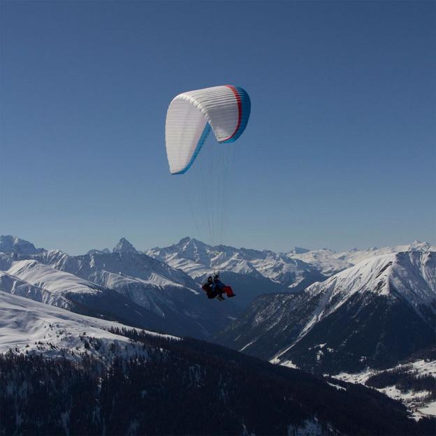 Skipass & Hotelübernachtung & Gleitschirmflug in Davos