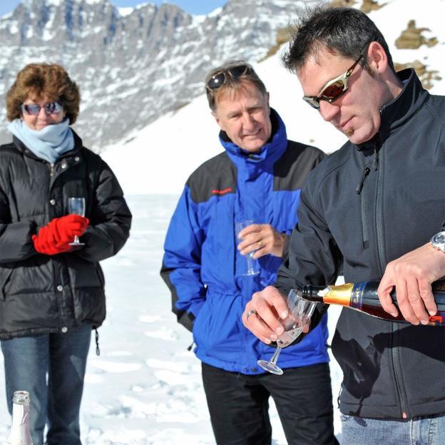 Romantikflug mit Gletscherlandung und Übernachtung für 2 Personen