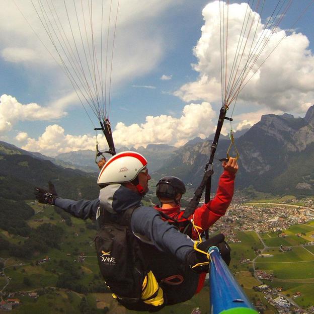 Gleitschirmflug mit Privatpilot für einen halben Tag in der Region Heidiland