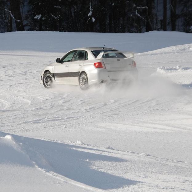 Fahrkurse auf Eis in Abondance im Porsche