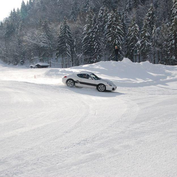 Fahrkurse auf Eis in Abondance im Porsche oder Subaru