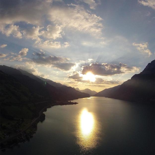Gleitschirmflug Sonnenuntergang