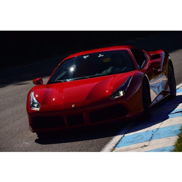 Conduire une Ferrari et nuitée au château