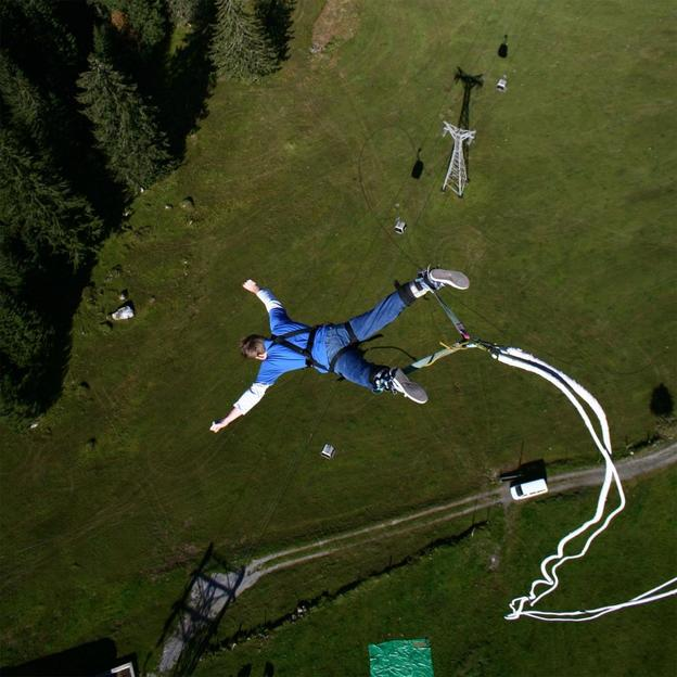 140m Bungee Jump in Engelberg