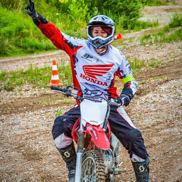 Ladies Motorcross fahren mit dem Europameister