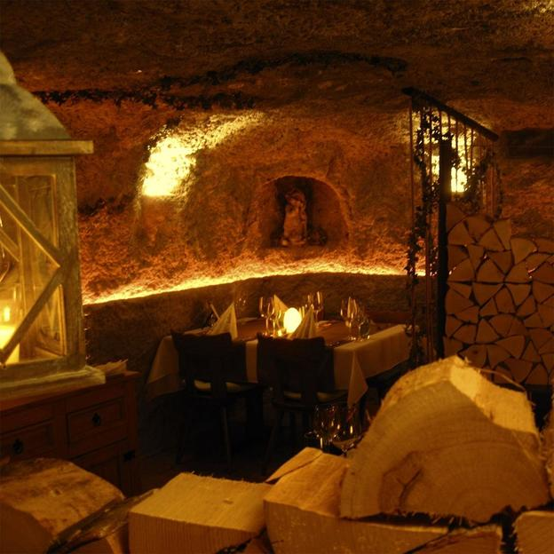 Dîner romantique dans une grotte (avec boissons)