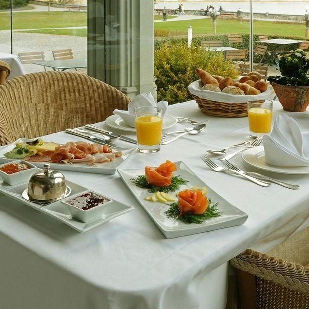 Petit-déjeuner au château et bateau sur le Lac de Thoune (2nde classe)