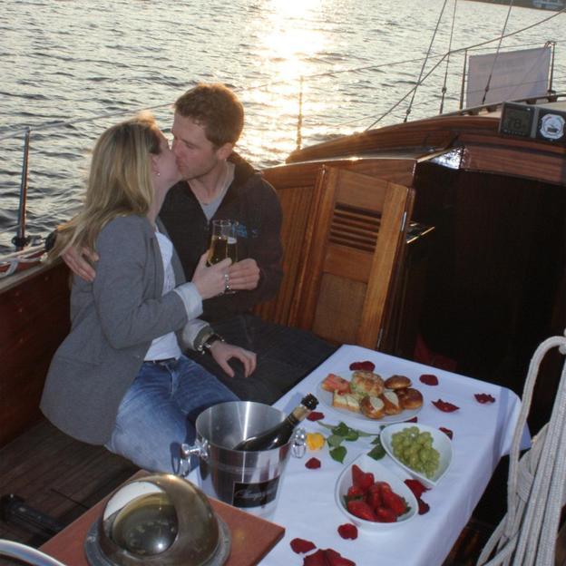Romantische Ausfahrt bei Sonnenuntergang mit Dinner