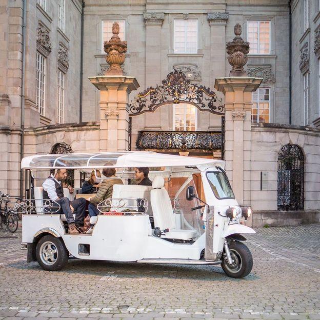 Tour de la ville de Zurich en voiture électrique avec fondue ou barbecue pour 4 personnes