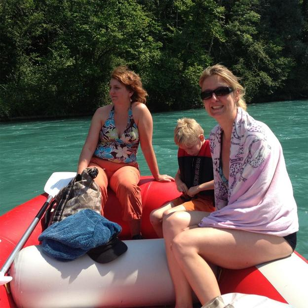 Schlauchboot mieten auf der Aare von Uttigen nach Bern