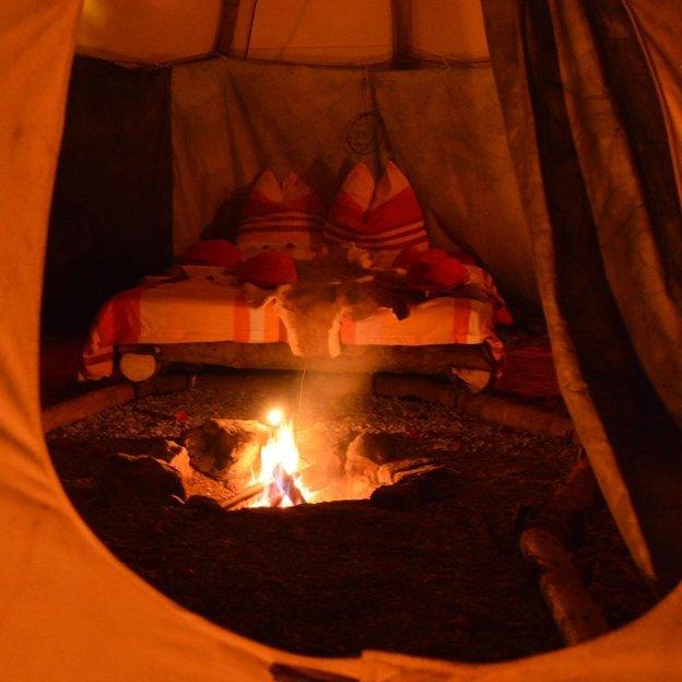 Nuit Tipi romantique et feu de camp