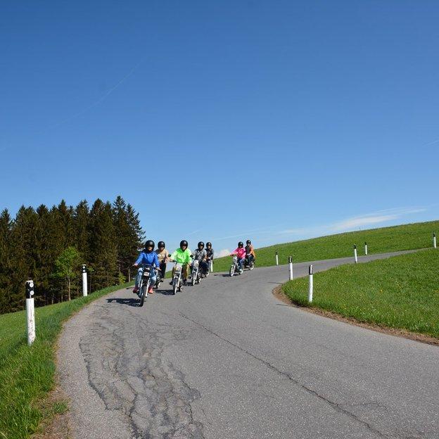 Töffli Fahrspass mit Weitsicht auf den Frienisberg