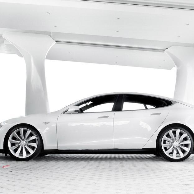 Tesla Model S P85 für 12 Stunden mieten