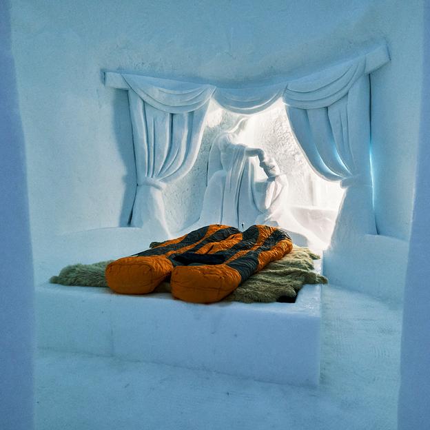 Übernachtung im Iglu & Gleitschirm-Tandemflug in Davos