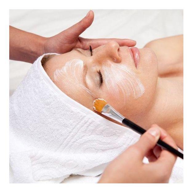 Gesichtsbehandlung inkl. Gesichtsmassage und Manicure
