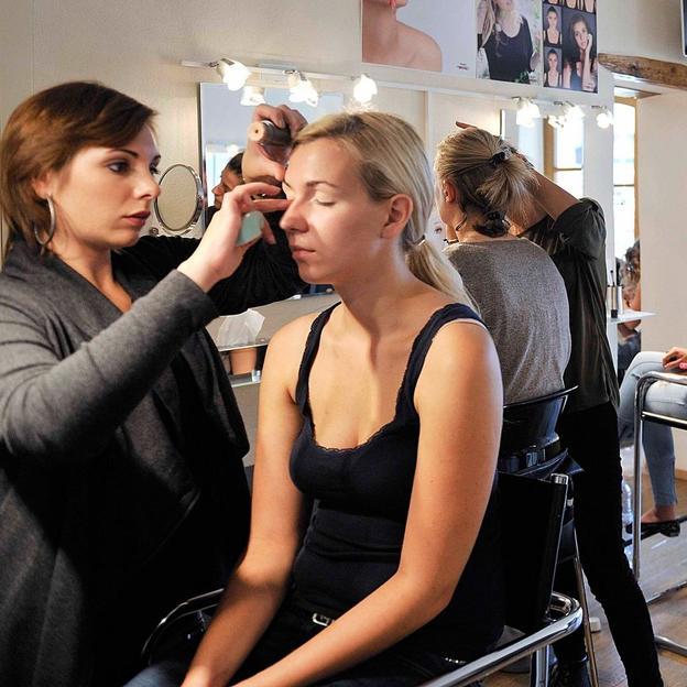 Cours d'auto-maquillage Genève