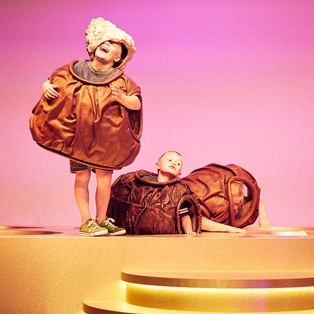 Schoggi-Giessen bei Chocolat Frey