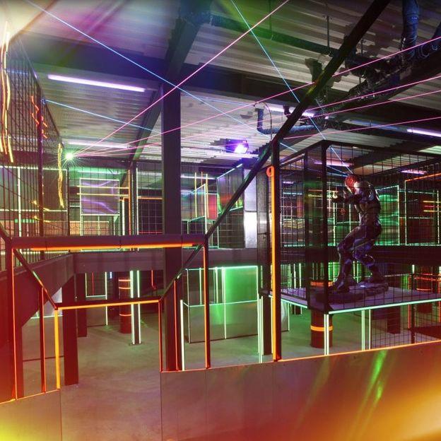 Lasertag für Erwachsene in Basel (1 Stunde)
