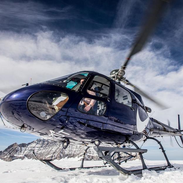 Weekend romantique avec vol en hélicoptère sur un glacier