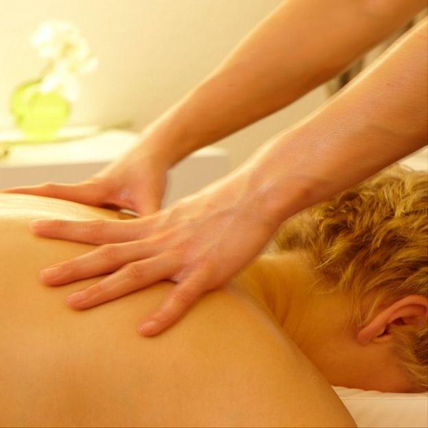 Lomi Lomi Nui Massage 85 Minuten
