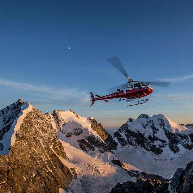 Vol en hélicoptère et restaurant panoramique au Piz Corvatsch (2 pers)