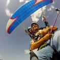 Akrobatisches Paragliding in Gruyères