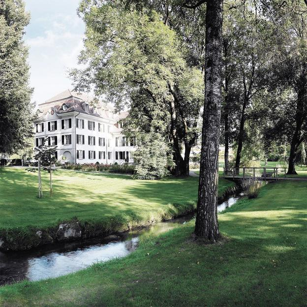 Schlafen im Schloss Hünigen mit Rosengarten