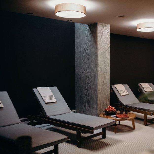 Romantische Übernachtung in einer Junior Suite & Wellness im Schloss Hünigen (für 2 Personen)