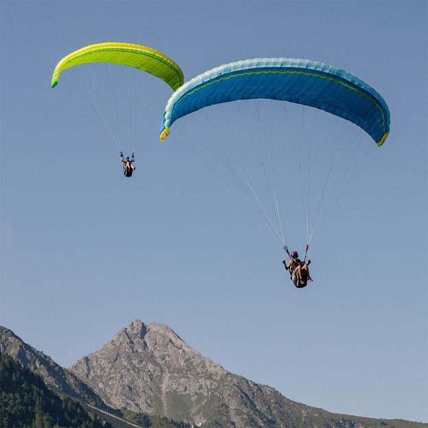 Gleitschirm Thermikflug Region Gstaad
