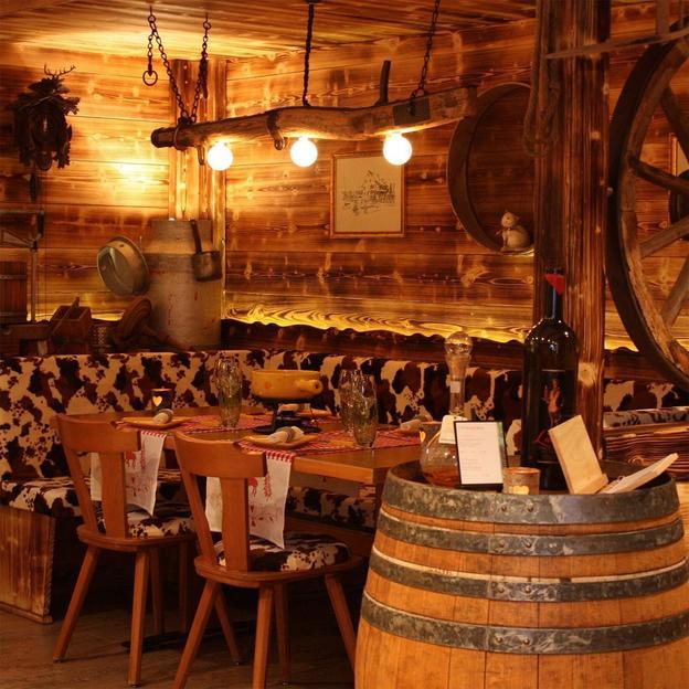 Firmen: Essen zwischen Felsen oder Hüttenzauber im Chalet